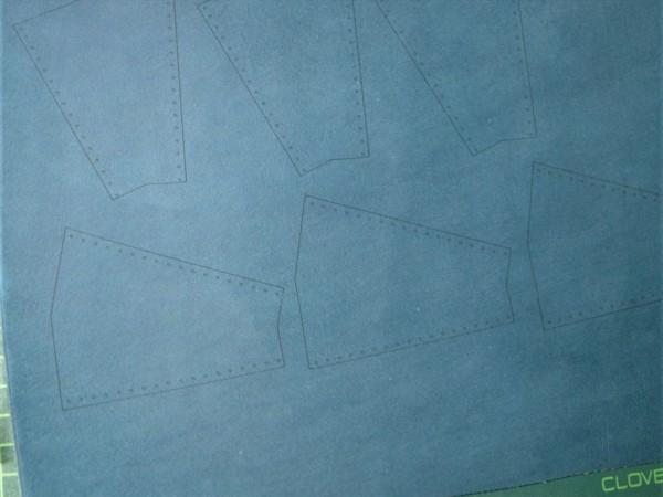 レザークラフト初心者のL字ファスナー小型財布の製作工程_レーザーカッターで革にけがく