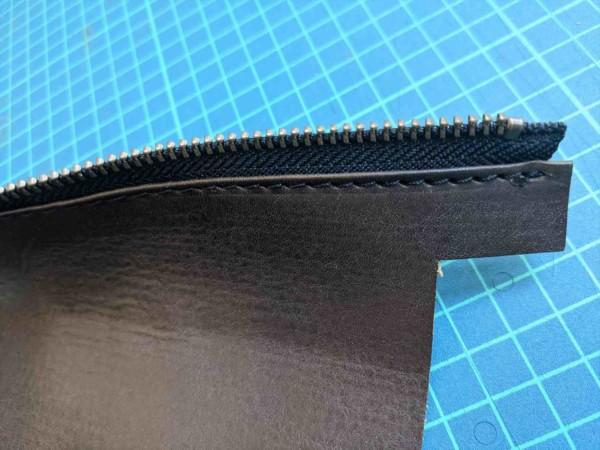 レザークラフト初心者が作る簡単型紙のファスナーペンケースの作り方 (14)_R