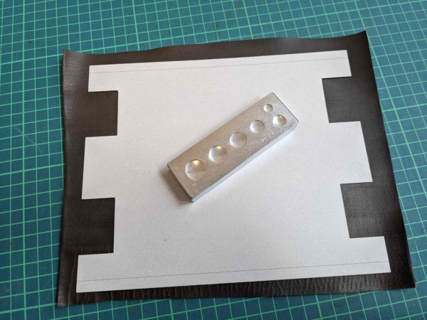 レザークラフト初心者が作る簡単型紙のファスナーペンケースの作り方 (2)_R