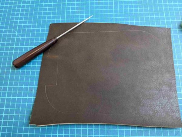 [レザークラフト]A4サイズの革で作るペンケースの作り方 3
